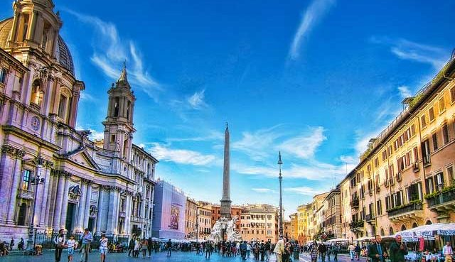 Tourist flocks in Rome City during off season